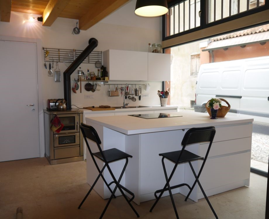 <strong>A contemporary kitchen island in a rustic villa<span><b>in</b>Residential  </span></strong><i>&rarr;</i>